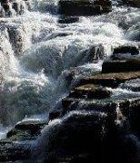 气吞山河汹涌澎湃的清江风景