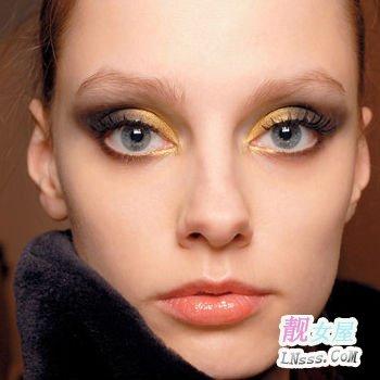 眼影色彩的使用多跟肤色有关系