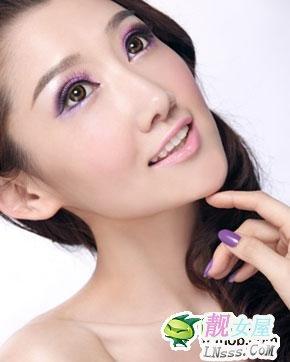 轻松打造魅惑的紫色双眼