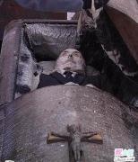 棺材中的尸体图片